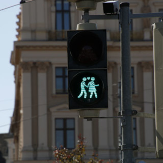 Vienna signposts shortcuts for pedestrians